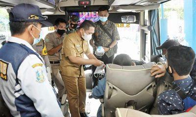 Forkopimda Lumajang Lakukan Tracking dan Tracing Terminal, Sesekali Naik Turun Bus Guna Tes Penumpang dan Sopir